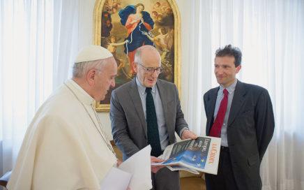 Le-pape-Francois-recu-lundi-9-2016-Guillaume-Goubert-C-Sebastien-Maillard-D-pour-entretien-exclusif-accorde-La-Croix_0_1400_782